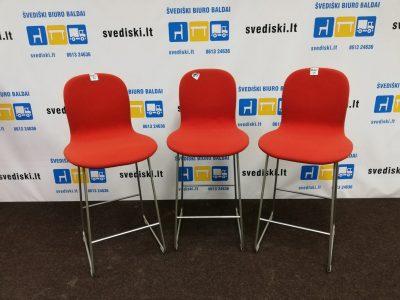 raudonos spalvos pusbario kėdės,