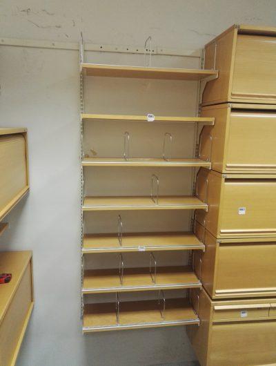 Pakabinamų Lentynų Ir Uždaromų Spintelių Sistema, Švedija