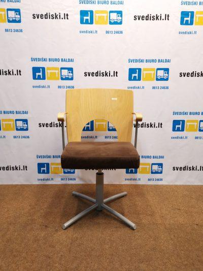 Švediški. lt Kinnarps Yin Lankytojų Kėdė Su Rudu Audiniu Aptraukta Sėdima Dalimi, Švedija