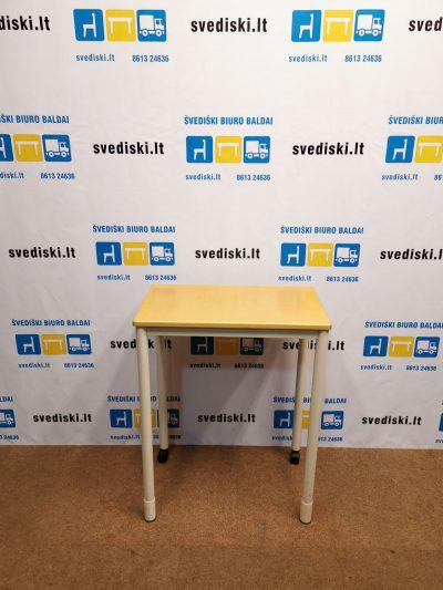 Švediški.lt Darbo Stalas Su Reguliuojamo Aukščio Kojomis Ir Ratukais, Švedija