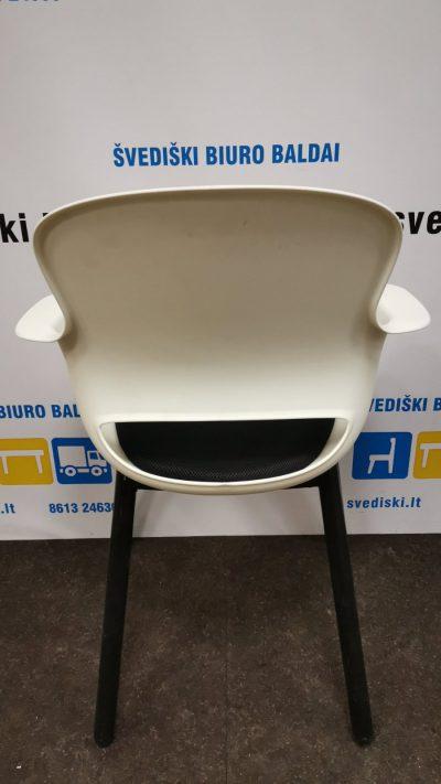 Švediški.lt Balta Lankytojo Kėdė Su Juodomis Kojomis Ir Juoda Sėdima Dalimi, Švedija