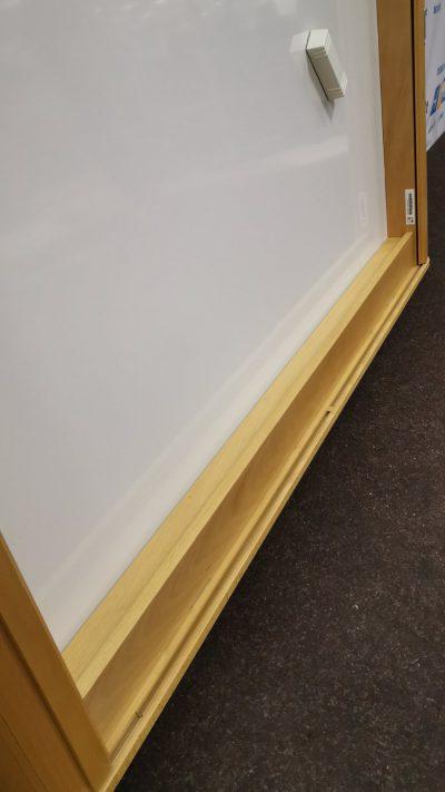 Švediški.lt Magnetinė lenta Ir Projektorius Uždaromoje Buko Spintelėje, Švedija