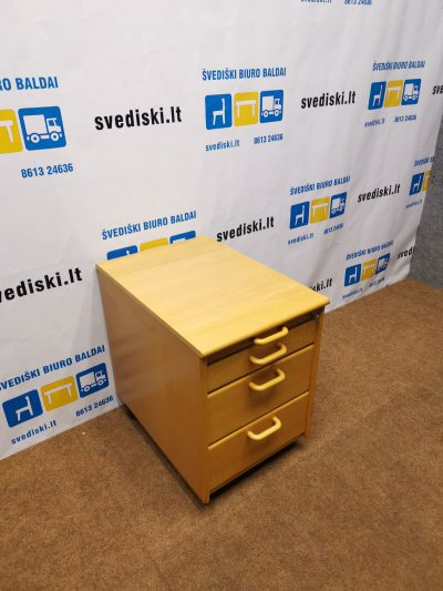Buko Stalčių Blokas Su Keturiais Stalčiais Be Raktų, Švedija
