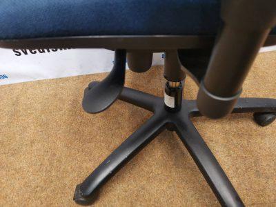 Ronal Eron Mėlyna Biuro Kėdė Su Reguliuojamo Aukščio Porankiais, Švedija