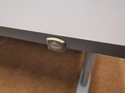 Kinnarps Elektra Reguliuojamas Stalas Iki 83cm Aukščio Su Antracito 160x70cm Stalviršiu, Švedija