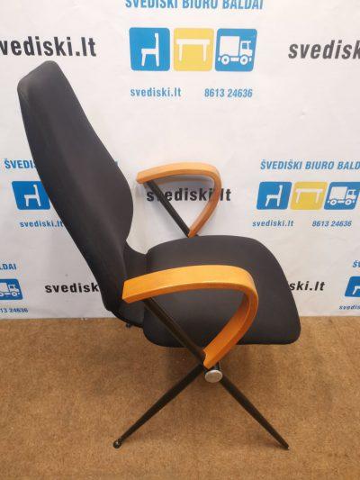 Juoda Konferencinė Kėdė Su Tamsinto Medžio Porankiais, Švedija