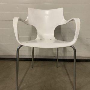 Balta Lankytojo Kėdė Su Metaliniu Rėmu, Švedija