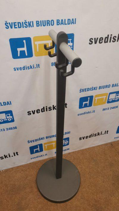 Juoda Metalinė Rūbų Kabykla, Švedija