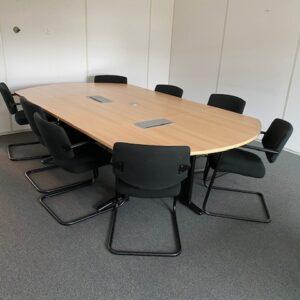Komplektas Konferencinis Medinis Stalas Su Juodomis Kojomis Ir 8 Juodomis Kėdėmis, Švedija