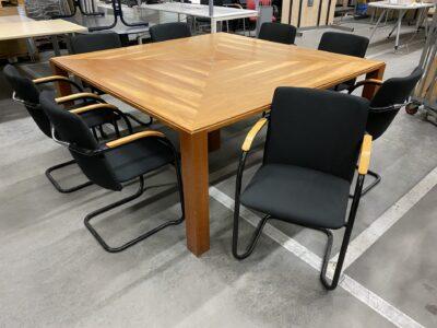 Komplektas Konferencinis Medinis Stalas Ir 8 Juodos Kėdės, Švedija