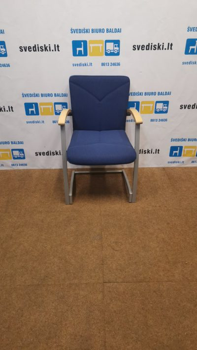 Kinnarps ARCUS Mėlyno Audinio Kėdė Su Beržo Porankiais, Švedija