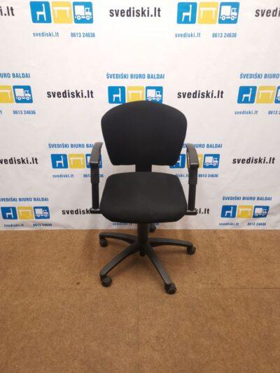 Juoda Biuro Kėdė Su Reguliuojamo Aukščio Porankiais, Švedija