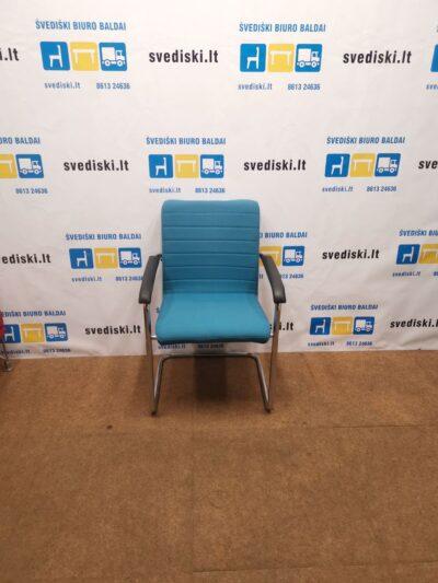 Šviesiai Melsva Lankytojo Kėdė Su Chromuotu Rėmu Ir Porankiais, Švedija