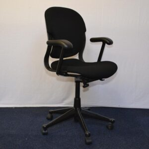 Herman Miller EQUA Juoda Biuro Kėdė Su Porankiais, Švedija